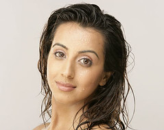 South Actress SANJJANAA Photos Set-5-Hot Piks (9)