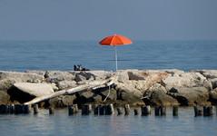 P1000002x (gzammarchi) Tags: italia paesaggio natura ravenna marinaromea mare ombrellone scoglio pietra colore arancione