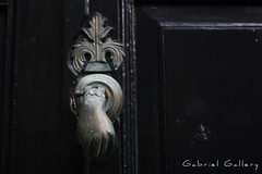 Aldaba (Gabri & Photograph) Tags: lekeitio basc country door knocker green gloom hand patina
