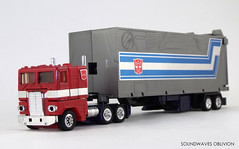 g1optimusprime3 (SoundwavesOblivion.com) Tags: autobot battle commander convoy cybertron diaclone hasbro leader optimus prime takara transformers     kenworth k100