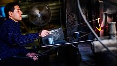 Kunstvoll (M3irsens) Tags: auslandssemester glas glasbläser glasfabrik handwerk handwerkskunst hebron palästina westjordanland