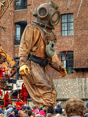 Being strung along (Mr Grimesdale) Tags: streetart liverpool giants merseyside stevewallace seaodyssey mrgrimesdale