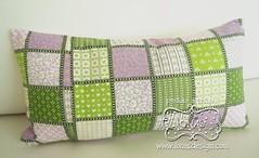 Fundo da Mini Almofadinha Pillow Patchwork Roxo e Verde (Lonas Design - Papelaria Personalizada) Tags: pillow patchwork almofada letras estampa bordado laço almofadinha
