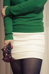 Videogames. (143/365) (stephaniereis.) Tags: portrait xbox360 green me look self ego myself 50mm sweater outfit sweet yo moi tights skirt clothes videogame autorretrato gears pantyhose con