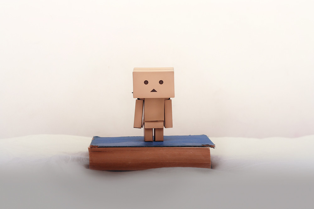 bo cardboard robot reading - photo #13
