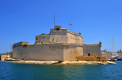 Fort St. Angelo (albireo 2006) Tags: blue sea wallpaper water nikon mediterranean day fort background malta clear fortification fortress grandharbour stangelo fortstangelo nikond3100