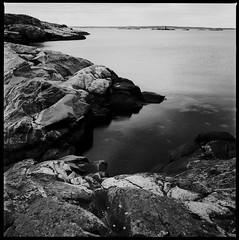 Hasselblad 500C  BW  CMS20  Brnn Skrgrd IV (Gustaf_E) Tags: sea bw 6x6 mediumformat gteborg 50mm blackwhite rocks stones cliffs 120film hav microfilm sk