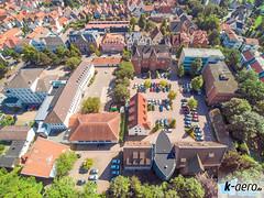 YUN00076 (daniel kuhne) Tags: luftbild luftaufnahme rinteln weserstadt innenstadt parkplatz rathaus museum eulenburg panorama yuneecq5004k dng raw