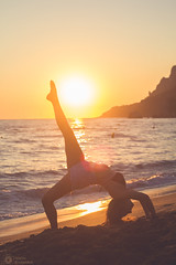 , : The golden hour (sbouboux) Tags: corfu kerkyra greece hellas canon550d 50mmolympuszuiko 50mm 550d    glyfada beach goldenhour sun sunset sea orange blue sand ionianislands ionianbeauty ionian