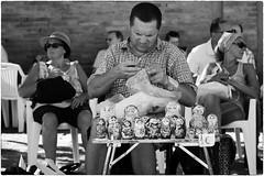 Matrioska 1 (Roberto Spagnoli) Tags: matrioska streetphotography biancoenero blackandwhite venditore seller bambola doll