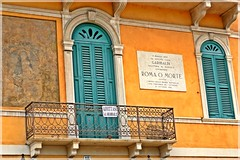 roma o morte (tra le mie foto migliori) Tags: facades facciate architecture verona balcone targa colors finestre windows persiane paolojeranphotographer
