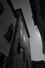 (60anhour) Tags: btiments vieuxnice oldnice france nice architecture ombre silhouette noiretblanc blackandwhite bw