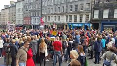 Crowds on the Mile! (Mick PK) Tags: edinburgh edinburghfestivalfringe edinburghfestival fringe streetperformance maple scotland uk