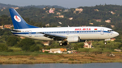 Belavia 737-300 At Corfu. (spencer.wilmot) Tags: cfu corfu ioanniskapodistrias lgkr plane low lowapproach morninglight ew407pa belavia airplane jet jetliner 737 b737 aviation aircraft airliner arrival approach boeing pig bru b2 b733 733 737300 belarusia landing cheatline