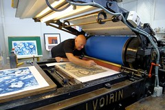"JVJ printing litography at Kristiansand Grafikkverksted- with the famous Christian Bramsen from Atelier Clot, Bramsen & Georges Paris • <a style=""font-size:0.8em;"" href=""https://www.flickr.com/photos/71143759@N06/7105520099/"" target=""_blank"">View on Flickr</a>"