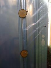 Burls to shut the door