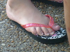 (Tellerite) Tags: feet toes sandals flipflops barefeet pedicure beautifulfeet prettytoes sexytoes toenailpolish sweetfeet prettyfeet sexyfeet girlsfeet femalefeet teenfeet femaletoes candidfeet beautifultoes baretoes girlstoes sweettoes girlsbarefeet teentoes youngfemalefeet candidtoes youngfemaletoes