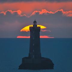 _LN14148 : le crépuscule arrive (Brestitude) Tags: sunset sea mer lighthouse france twilight brittany bretagne breizh 29 crépuscule phare coucherdesoleil finistère lefour porspoder iroise d700 brestitude