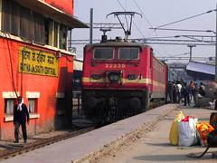 Mahananda Express (Smeet Chowdhury) Tags: ir express cnb patna digitalcameraclub irfca 14083 22235 wap4 alltypesoftransport sikkimmahananda apdjdli