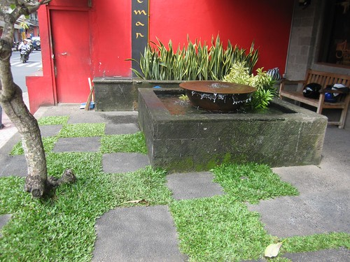 7586330770 a4b34b87b9 Balinese Street Fountains