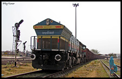 12484 BGKT WDG4 (Raj Kumar (The Rail Enthusiast)) Tags: new bridge blue 3 yard canon coach diesel delhi indian maharashtra coal punjab mumbai load phase railways amritsar freight ki raj koti abb bandra shivaji kumar alco bhagat emd ghaziabad 12484 rewari wdp4 30229 wap7 sx30is