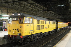 31233 3Q26 (Neil Altyfan - Railway Photography) Tags: 31233 networkrail yellow ped 3q26 manchester victoria crewecslnwr via liverpoollimestreet 110412
