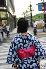 Woman wearing a Yukata 2/3 (ZKent.Yousif) Tags: chiyodaku tkyto japan jp  chku  minatoku canon sigma sigma1750mm 50mm streetphotography street people person yukata