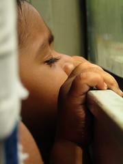El nio del autobs (DoscafesparaPaula) Tags: india baby nio descanso tranquilidad autobus bus relax