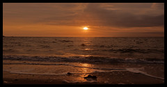 FIN DE JOURNEE A QUIMIAC (Odile ENTRE MER ET MONTAGNE) Tags: coucherdesoleil plage mesquer bretagne mer sea sunset vagues ciel sky paysdeloire quimiac
