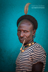 Hamar man on a market day - Hamar un jour de march (Patricia Ondina) Tags: hamar hamer hammer hammar ethiopie etiopia ethiopia thiopien africa african eastafrica afriquedelest valledelomo omovalley omo omoriver rivireomo africanrift riftafricain peuplesdelomo omopeople portrait ethnologie ethnology ethnic ethnie tribu tribe tribal adornment artistic bodypainting culture etiopien etiopija etiopa etiyopya etipia tradition hair hairstyle coiffure coiffe