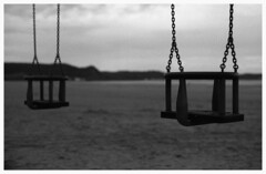 """""""Balance ton histoire d'abord...""""/""""Swing your story first..."""" (praetorian29620) Tags: fdrouet nb bw film histoire story"""