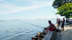 Dia de pescar e de pescador (luyunes) Tags: pescaria pesca pescador urca motomaxx luciayunes
