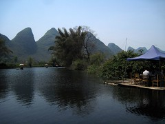Just relax... (Sokleine) Tags: china mountains reflection landscape liriver countryside yangshuo karst reflets chine guangxi yulongriver riverli