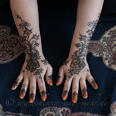 The hands of the bride (olga_rashida) Tags: berlin art painting hand kunst main bodypainting mehendi bodyart mehndi tatuaggio hennatattoo mehandi krperbemalung mehndidesign  lacca naksh peinturecorporelle khidab hennadesign  hennamalerei tatouageauhenn hennabemalung kunstamkrper httpwwwhennaundmehrde bemalungmitkhidab