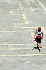 Il gondolieri (Picardo2009) Tags: plaza usa square hotel lasvegas nevada casino getty venetian sanmarcos piazza minimalism minimalismo venecia stockimages thevenetian gondolieri gondolero gettyimagesgettyimages