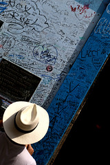Writings in la Havana (Robyn Hooz) Tags: boteguita medio hemingway neruda havana vieja old muro wall hat writings famous mojito rum cuba