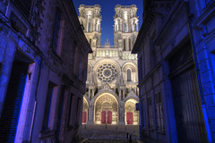 Laon by night [FR] (ta92310) Tags: travel hdr picardie picardy 02 aisne laon cathedrale cathedral notredame architecture gothic roman catholic catholique gothique bluehour canon 6d rue street