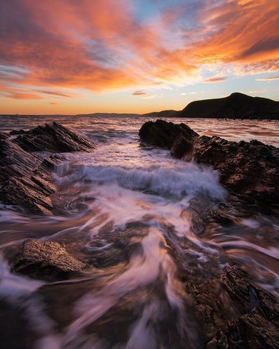 Hope you all enjoyed the weekend! Managed an epic shoot on Sunday with @dubstamatic We got the best sunrise down on the coast of Second Valley not far from Adelaide! Got pretty excited standing in the water as the sky lit up with colour! First time ever s