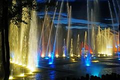 """16 1141 - Vendee, le Puy du Fou, """"Les Orgues de Feu"""" (jeanpierreossorio) Tags: vende puydufou parcdattraction spectacle eau jeuxdeau jetdeau nuit illumination"""
