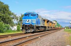 Sonic Boom (BravoDelta1999) Tags: norfolksouthern ns railway unionpacific up railroad chicagoandnorthwestern cnw genevasubdivision melrosepark illinois ge ac44c6m 4001 intermodal train