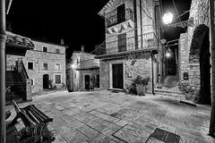 Castel Trosino - Scorcio 08 (Promix The One) Tags: casteltrosinoap marche scorcio centrostorico arco antichit medioevale piazza mura case mattoni pietre panchina finestre via scale lampione notturno biancoenero bn bw canoneos1dsmarkii sigma1530f3545exdgaspherical