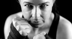 Fight! (lichtflow.de) Tags: canon eos5dmarkiii festbrennweite kunstlicht meike portrait studio sport boxen frau woman augen eyes ef50mmf14 sw bw