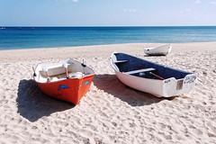 The three of us (Johan Konz) Tags: salema beach praia boats sand water seawater atlanticocean atlantic ocean outdoor algarve portugal landscape seascape seaside shore nikon d80 red white blue
