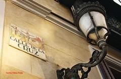 Calle de la Cruz. Madrid (Carlos Vias-Valle) Tags: calledelacruz azulejo farol