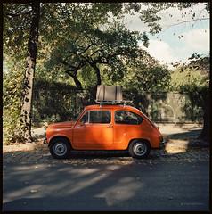 Zavasta 750 Le (Fio) (Konrad Winkler) Tags: auto oldtimer zavasta750le orange strase schatten koffer kodakektar100 mittelformat 6x6 hasselblad503cx epsonv800