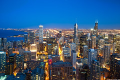 Windy city skyline - John Hancock Center - Chicago (romvi) Tags: city usa chicago skyline night buildings lights noche illinois nikon downtown cityscape skyscrapers nacht searstower unitedstatesofamerica villa northamerica bluehour theloop trumptower nuit romain notte ville johnhancockcenter magnificentmile windycity michiganlake batiments heurebleue ameriquedunord lumires grattesciel d700 romainvilla willistower romvi windycityskyline