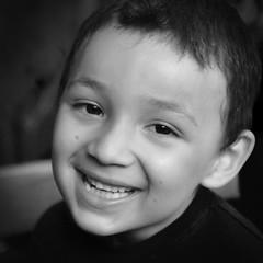 L'ange Gabriel (Chanchant) Tags: portrait bw monochrome smile children square noiretblanc nb enfant bonheur squarecrop