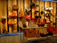 Mango (thinkretail) Tags: fashion store magasin laden tienda mango boutique negozio accessories bags he apparel eyewear mng menswear womenswear limitededitioncollection founderisakandic nahmanandic summer2012 spanishreteiler homusemeritus