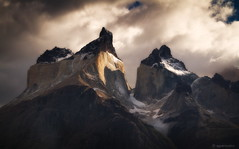 Cuernos del Paine, Chile (aguerocalvo) Tags: chile patagonia luz home beautiful weather canon landscape amazing god live extreme paisaje adventure torresdelpaine belleza montaas losandes glaciares parquenacional trakking americadelsur australes mihogar nieveseternas clambing