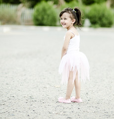 غنى (Ebtesam.) Tags: pink ballet sunlight white cute girl nikon outdoor 85mm jeddah ebtesam